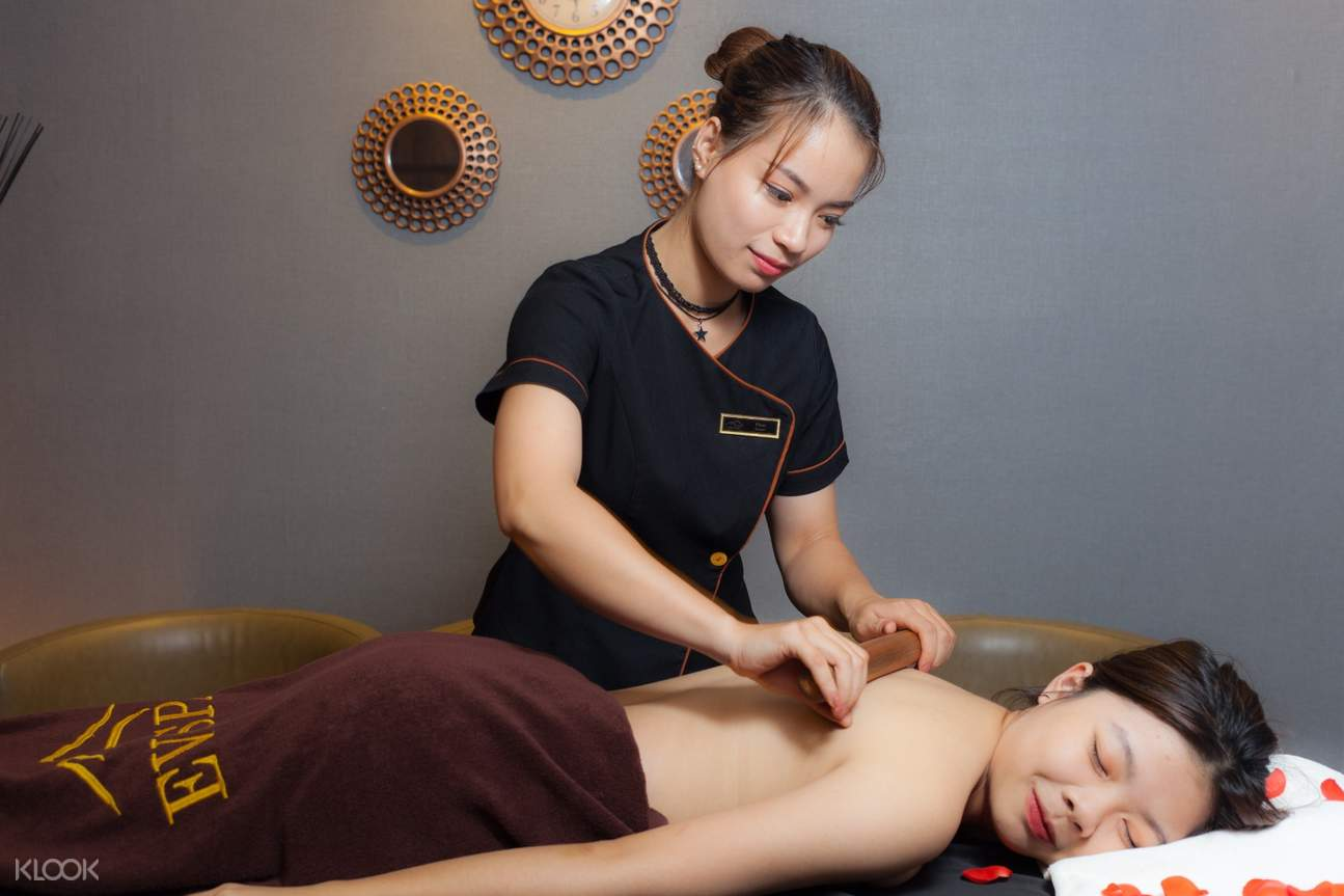 therapists use bamboo for massage treatment